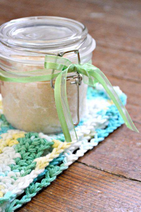 This gardener's hand scrub is just what you need to keep your winter or summer hands moisturized and exfoliated. It's SO easy to make!  #handscrub #gardener #gardenershandscrub #gardening #giftidea #homemadegift