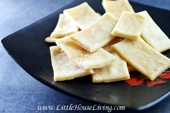 Make your own crackers gluten free brown rice crackers how to make crackers solutioingenieria Images