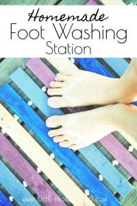 Tired of having to clean up dirty footprints tracked into the house after being outside? Find out how to make an easy and inexpensive outdoor foot washing station. #diyfootwashingstation #footwashingstation #outdoorwashingstation