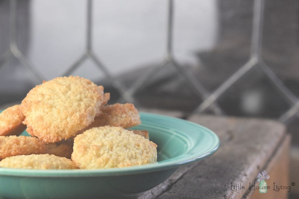 Easy Homemade Coconut Macaroons